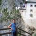 A vár előtt