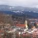 város a hegy lábánál